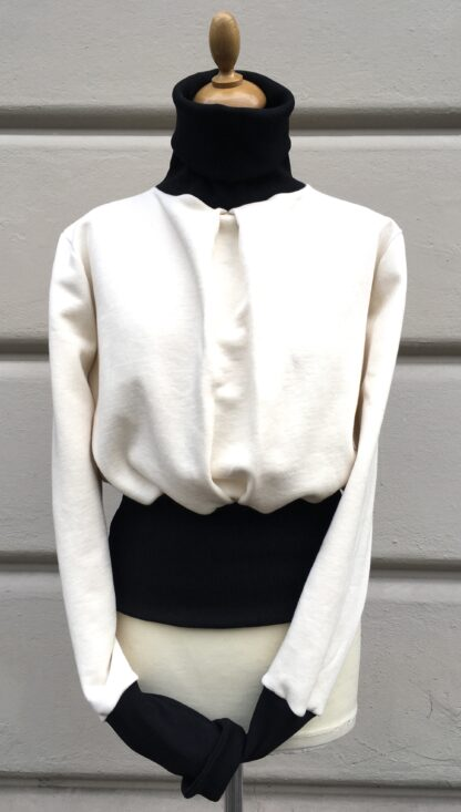 Pullover, TESS, Rollkragen, breiter Bund, Kellerfalte, Colorblock, Schwarz-Weiß, GOTS-Baumwolle, Berliner Design